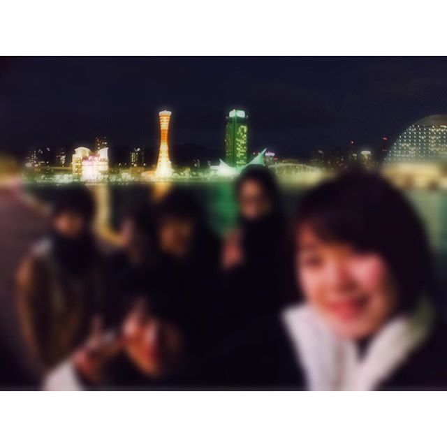 Instagram【tsuyu_0118】さんの写真をピンしています。 《神戸〜1日目 夜景綺麗過ぎた🌃✨ 昼のトリックアート楽しかった〜 夜のバイキングも美味しかった〜  #神戸 #ポートタワー #夜景 #friends #旅 #夏ぶり #再会 #20161228》