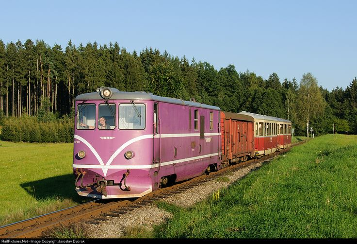 CZ / 229 Nova Bystrice - Jindrichuv Hradec. Narrow-gauge diesel locomotive manufactured in the years 1954-1955 and 1958 CKD replace steam locomotives on narrow gauge lines in the network CSD. At present, it is the oldest regularly run locomotives in the Czech Republic.