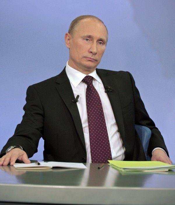 Фото серьезно слушающего Путина В. В.