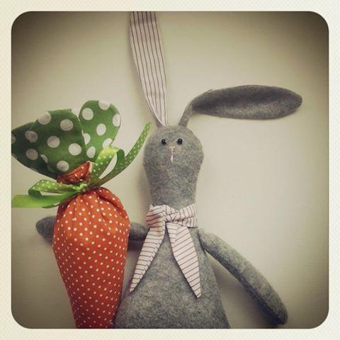 Rabbit with carrot bag