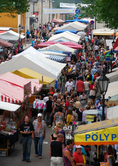 Summer market with 50 000 visitors, arranged in July.  (Photo: Kajsa Snickars)