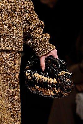 Will's Wools: Gebreide tassen van Prada. Knitted bags by Prada.