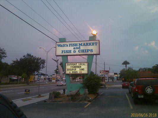 Walt 39 s fish market restaurant 4144 south tamiami trail for Sarasota fish restaurants