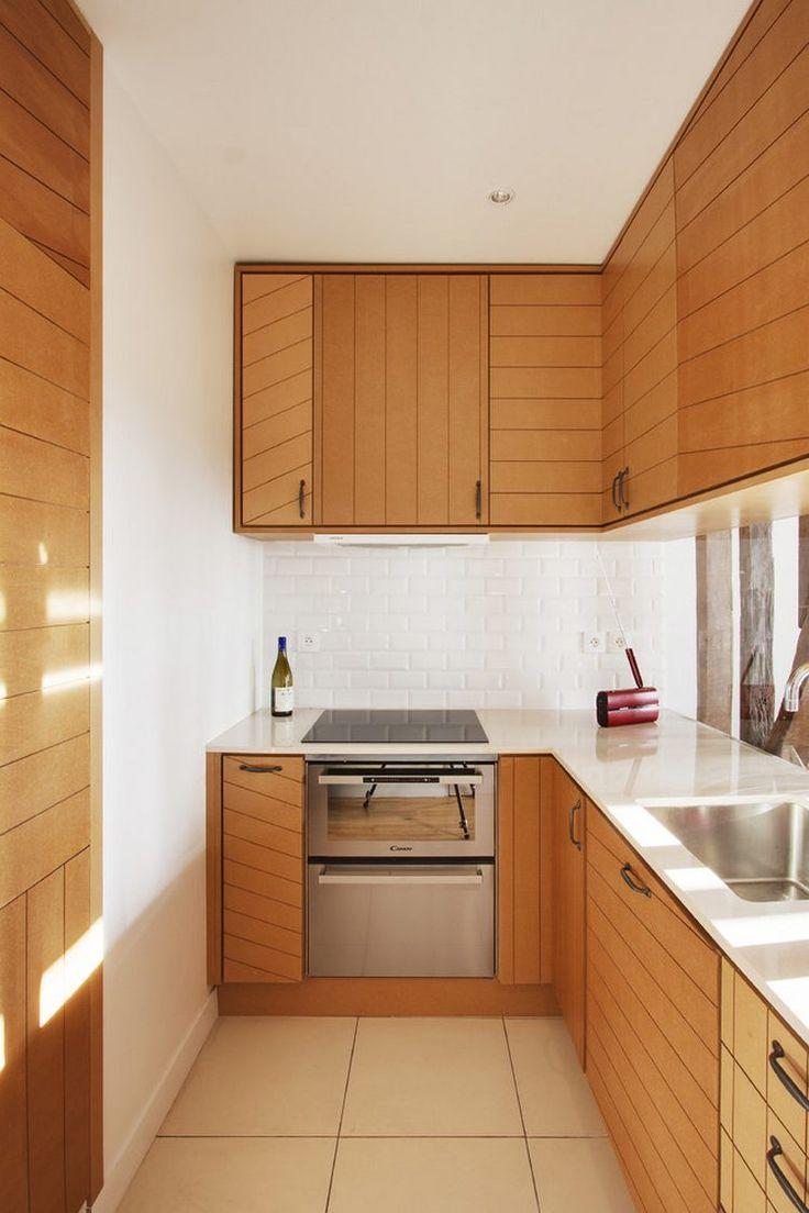 Vízszintes és függőleges vonalak segítik növelni a kis konyha terét vizuálisan
