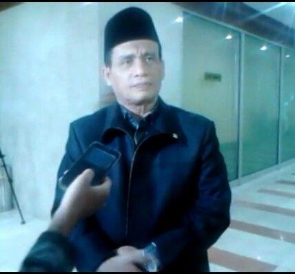 """KIBLAT.NET, Jakarta – Anggota Komisi III DPR RI, Muhammad Syafi'i mempertanyakan penyebab BNPT mengidentikkan teroris dengan Islam. Hal tersebut diungkapkannya saat Rapat Dengar Pendapat (RDP) Komisi III dengan BNPT di ruang rapat Komisi III DPR, Senayan Jakarta, Rabu (13/04). """"Kenapa teroris diidentikkan dengan Islam. Saya sudah puluhan tahun menjadi ustadz tidak ada di ajaran Islam …"""