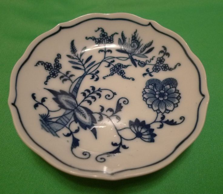 RARE Vintage CHINA IMPORT UNDERGRAZEO T in circle mark Blue White saucer plate