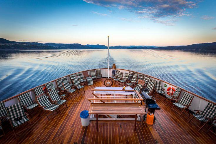 Un 'show' blanco bajo el Sol de Medianoche en la isla de Spitsbergen