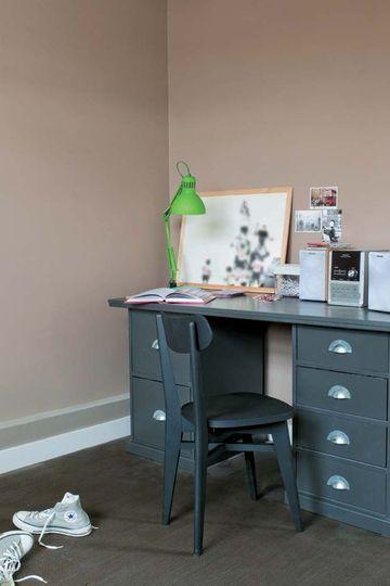 Tollens : une peinture couleur taupe pour une chambre zen et moderne - Peinture : les nouvelles couleurs tendance - CôtéMaison.fr#diaporama#...