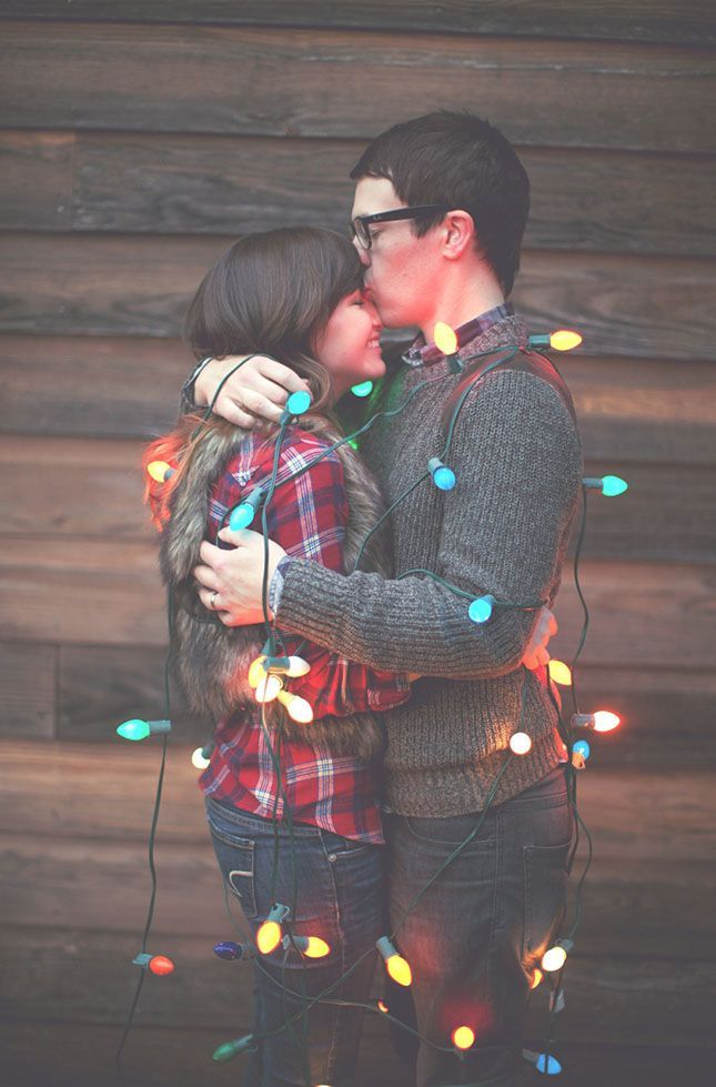 Love this Christmas-themed engagement shoot.