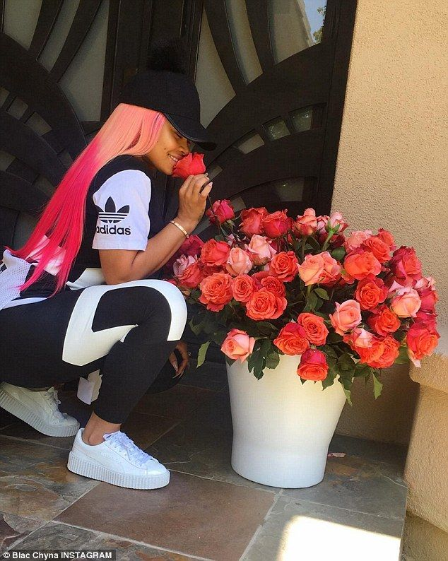 Sweet:Blac Chyna  showed off the two dozen red roses Rob Kardashian star gifted her on Saturday