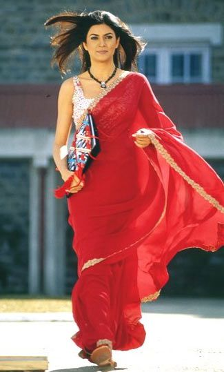 Sushmita Sen plays a sophisticated teacher about town in Farah Khan's Main Hoon Naa