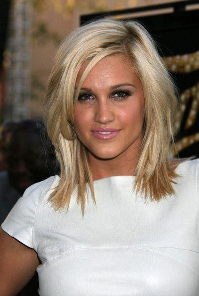 Ashley Roberts Medium Layered Cut - Medium Layered Cut Lookbook - StyleBistro