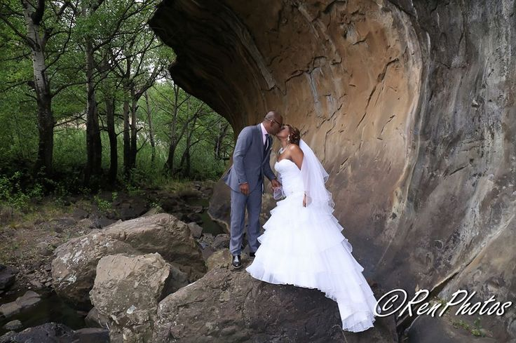 a beautiful destination wedding at St Fort in Clarens, Free state . Majestic rock outcrops and mountains make some very dramatic photo opportunities.