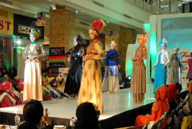 Fashion Show #hijab #fashionhijab #islamicfashion #hijabstore #indonesia #moslem_fashion #abaya #woman_fashion #womanfashion