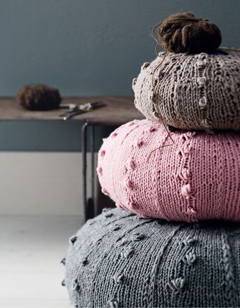 Knitted round cushions, free patten in Danish by Hendes Verden