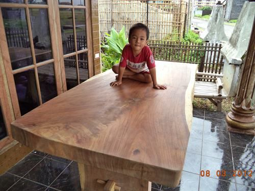 http://jeparahandicraft.net/2013/03/15/mebel-antik-2/meja-makan/meja-makan-trembesi-solid-wood-2mx1m-tebal-10-cm/ my mom should know this