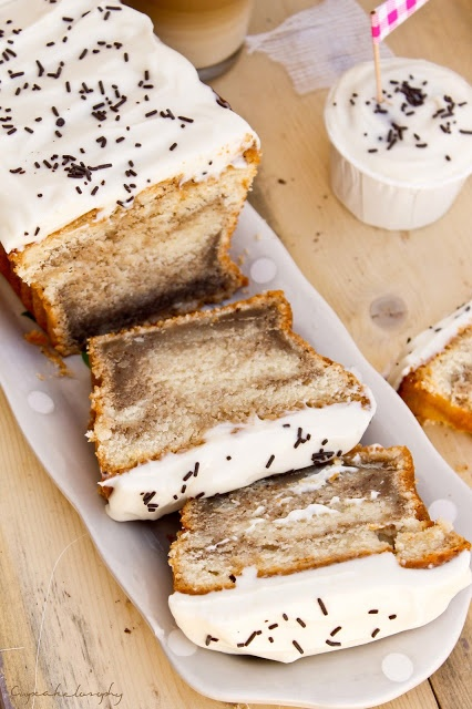 Bizcocho de tiramisu con frosting de queso