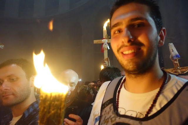 У храмі Гробу Господнього в Єрусалимі сьогодні, 15 квітня зійшов Благодатний вогонь, який очікували паломники з усього світу.