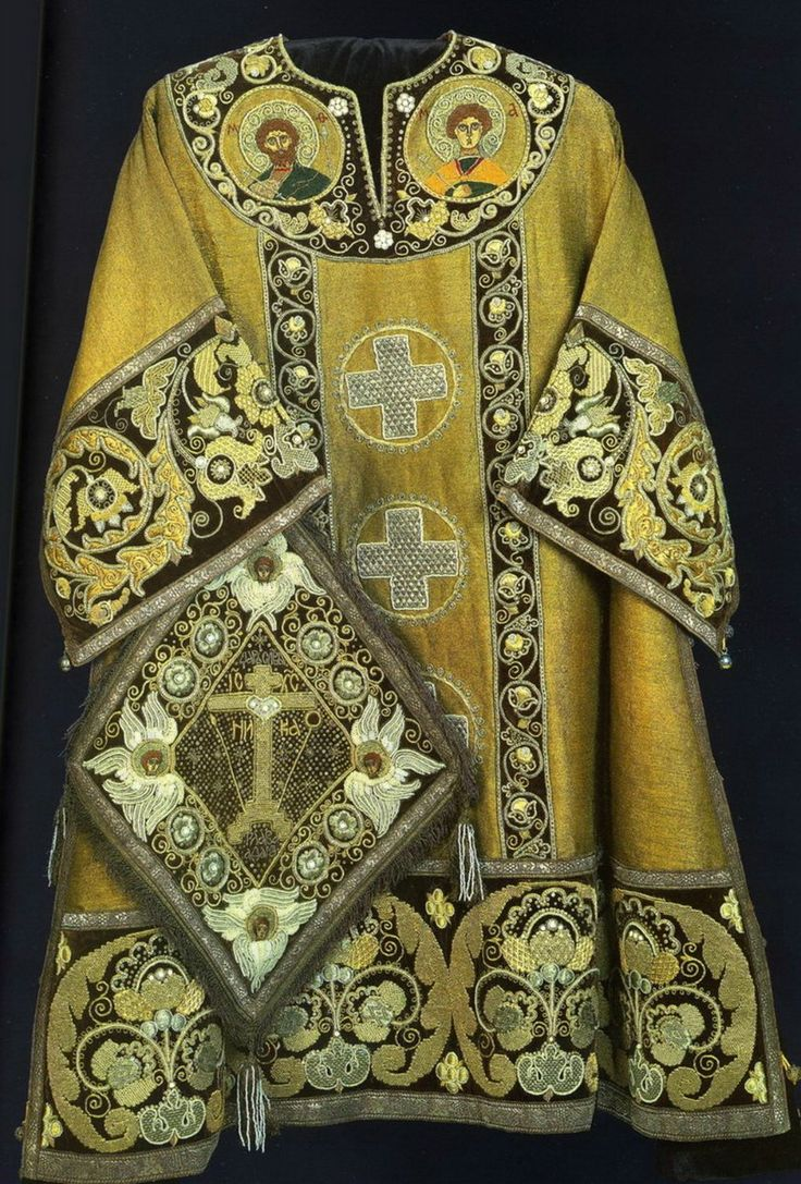 Mace - square, diamond-shaped boards, hung by one corner over sakkos under felony on his right hip and Archimandrite bishop, priests, given as a reward. In the presence of mace epigonation worn on the left. Mace symbolizes the spiritual sword - the Word of God. In the Greek Church mace were only bishops, who called themselves the image of Christ - Heavenly Bishop. In the Russian Church in the 16th century. Mace is given as a reward (the sixth), archpriest.