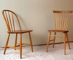 oude houten stoelen