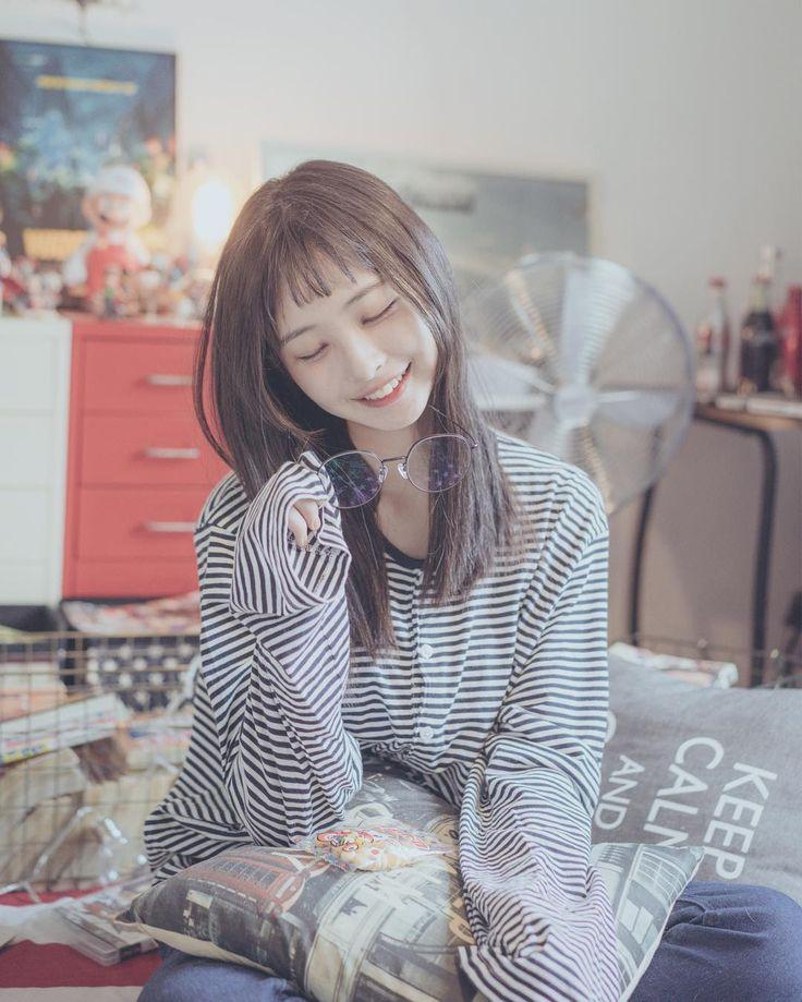 流行りのチョッピーバングが、とってもお似合いのオルチャンを発見!その名も、ソム・へインちゃん♡ぜひ、彼女の可愛くてトレンドのヘアスタイルを真似してみてはいかがですか?