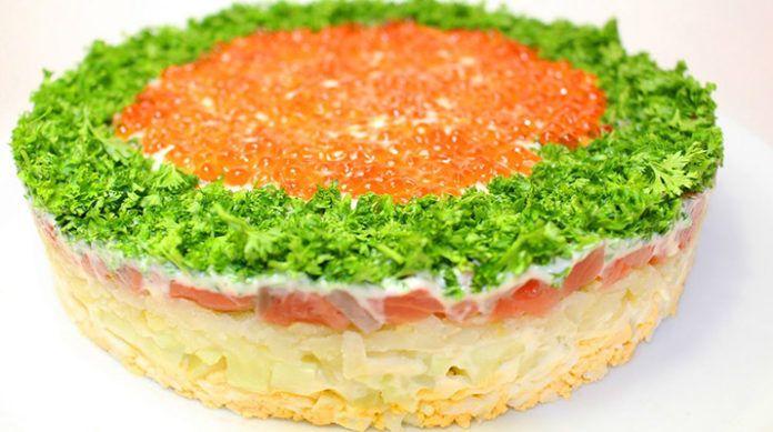 Вкусный слоеный салат с красной рыбой