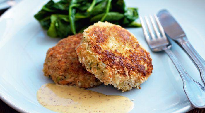 Fishcakes med senapssås och smörslungad spenat