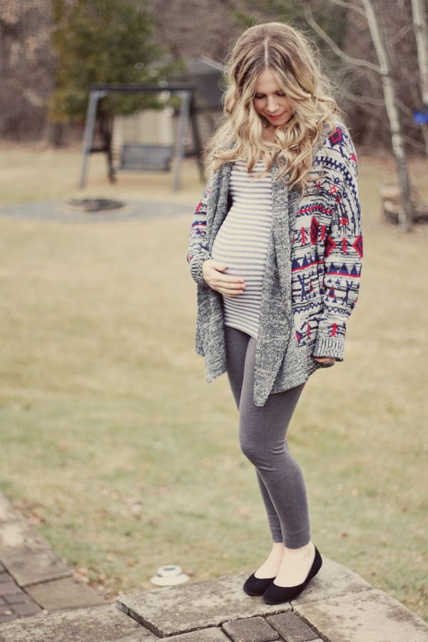 fall maternity style - leggings, oversized chunky sweater with flats