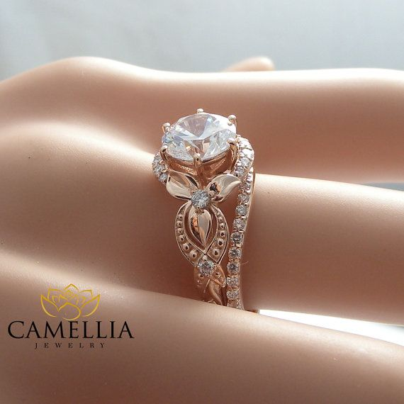 Unique Moissanite Engagement Ring Set 14K Rose von CamelliaJewelry