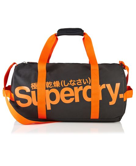 #superdry Superdry Tarp Barrel bag. This barrel shaped bag features a large Superdry print across both sides, an adjustable shoulder strap, grab handles with fastening adjustment and a handle at both ends. Approximate capacity 50 litres H 33.5cm x L 51cm x D 29.5cm 3185245000060AOC007 Black Condition | new