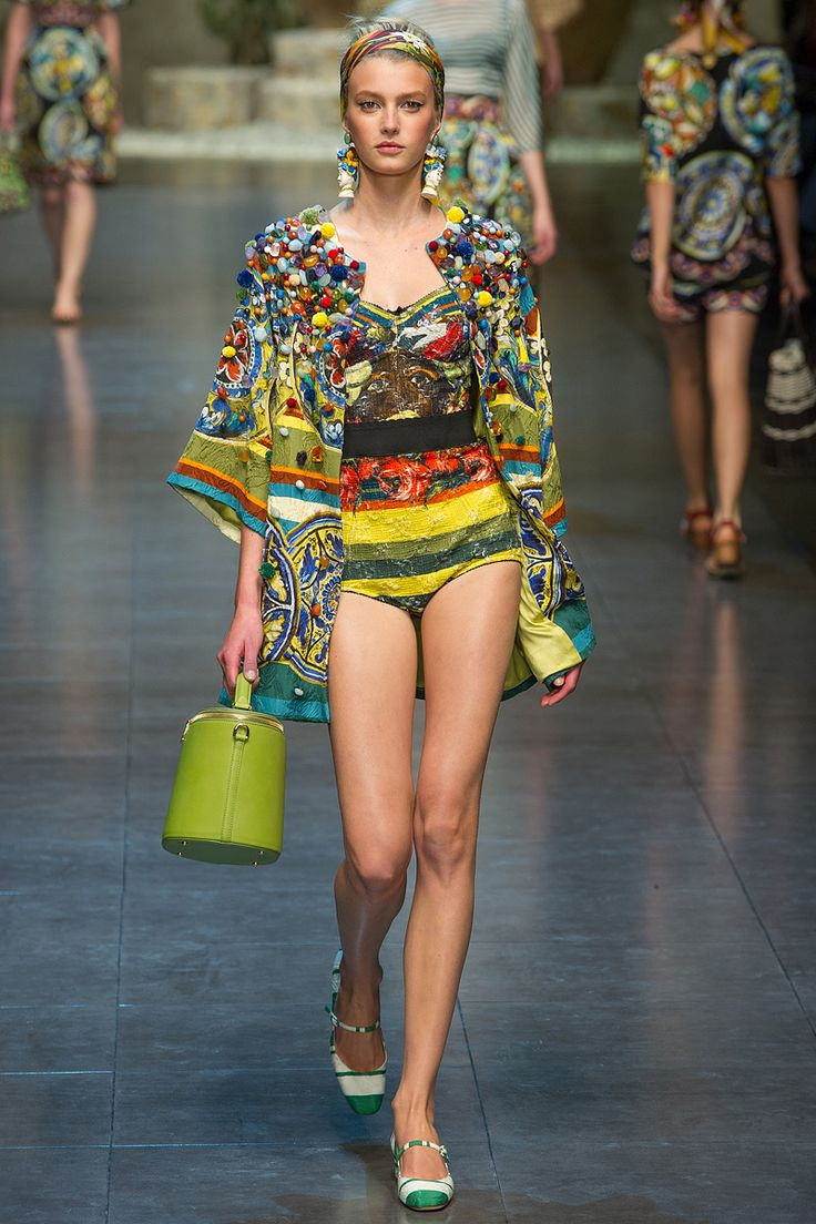 DOLCE & GABBANA SPRING 2013 COLLECTION