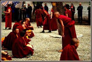Zwiedzamy Lhasę - Pałac Potala i świątynie Jokhang. Kliknij po więcej: http://smieszynkatravel.com/lhasa-dzien-3/ #lhasa #tybet #pałac #potala #jokhang #świątynia #buddyzm #tybetański