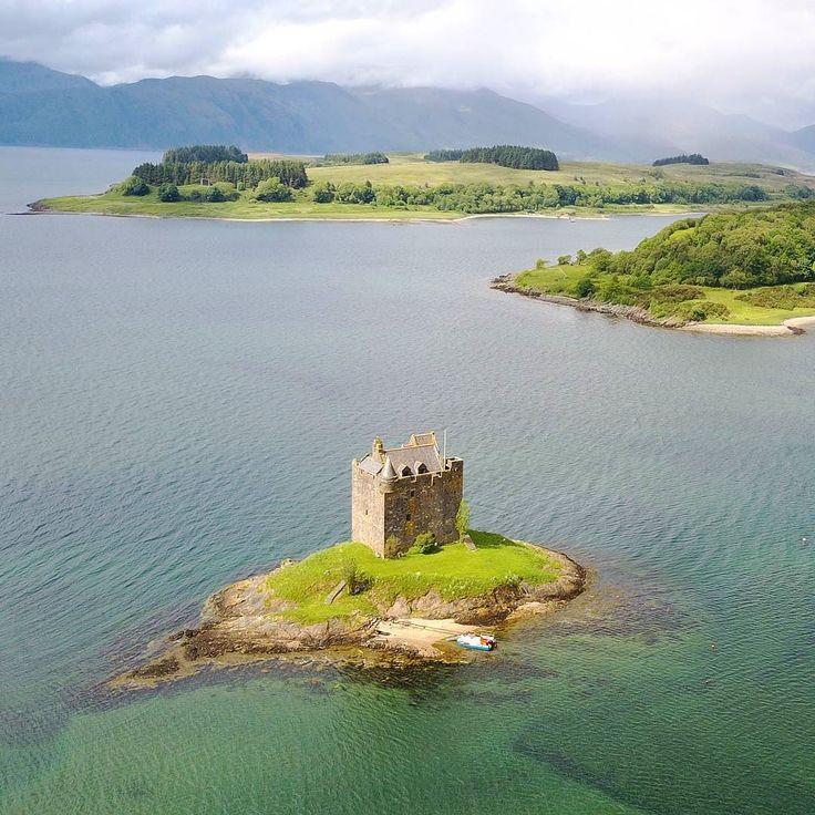 Amazing Scotland!! #happytraveller #travel #Scotland #castle #aerial #aerialphotography #aerialphoto #drone