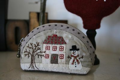 Darling little coin purse! By Lynette Anderson designs