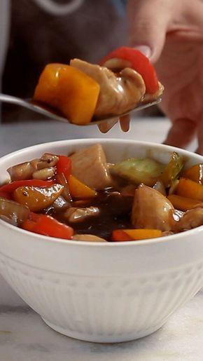 Já sabe o que preparar para o almoço de domingo? Que tal fazer essa incrível e rápida receita de Frango Xadrez?