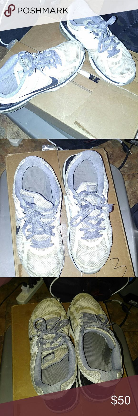 White Nike Trainers 7/10 CONDITION NO HOLES  LACES IN GOOD CONDITION Nike Shoes Sneakers