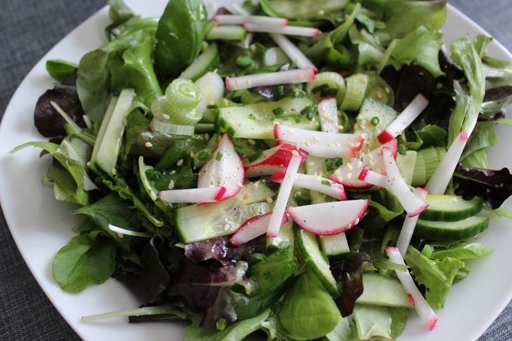 Ein basischer Salat zu Mittag