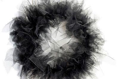 halloween tulle wreath {tutorial}   Little Birdie Secrets