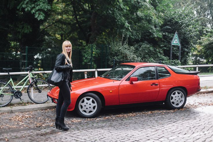 You decided to get a Porsche. Why a Porsche? Why the 924S? For a few reasons. I love the timeless form of the car. And if you look at the interior, you realize just how much effort and research went into the design. There are details that you don't see showing up on other cars until ten years later. It's just a beautiful car. But also I've always worked a bit on my cars when possible. The Porsche 924s is from 1988 – it's the last generation where you can really do a lot of the work yourself