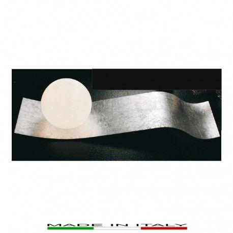 WAVE - Lampada da tavolo, realizzata in metallo laccato eseguita manualmente in foglia argento. Diffusori in vetro bianco opale satinato.