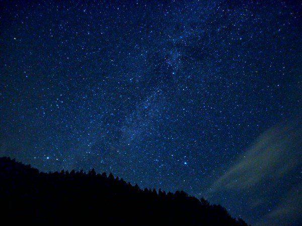 9月に入って、降るような星がまた見たいと思い、以前から目をつけていた長野県の阿智村という「日本一暗い場所」で、「星が最も輝いて見える場所第1位」として環境省が認めている所に友人と会社の後輩と3人で行ってきました。シルバーウィークに突入した9