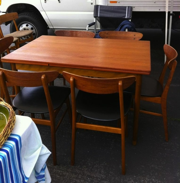 table from the Rose Bowl swap meet in Pasadena...wish it were mine.