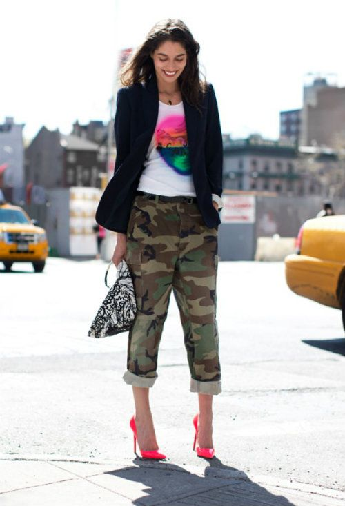 CAMO-GARANCE-DORE-STREET-STYLE-CAMOUFLAGE-PANTS-ROLLED-UP-CUFFED-NEON-PINK-CHRISTIAN-LOUBOUTIN-STILETTO-PUMPS-TANYA-2