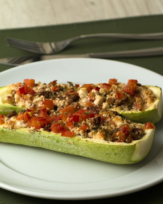 Super leve! | Faça este jantar leve com abobrinha recheada, ricota e tomate seco
