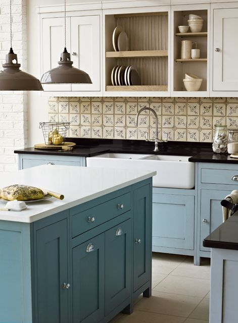 Vermont Freestanding kitchen (Paris Isabelle tiles on wall)