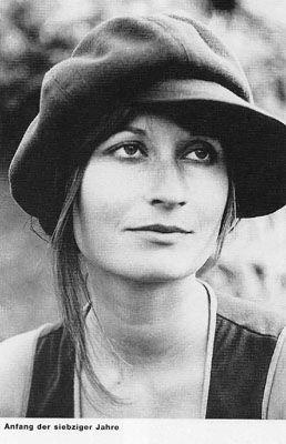 Elfriede Jelinek | Elfriede Jelinek (20 Ekim 1946) Avusturyalı feminist oyun yazarı ve ...