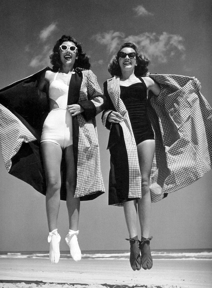 "Femmes à Daytona-Beach - Floride en plein ""jump"""