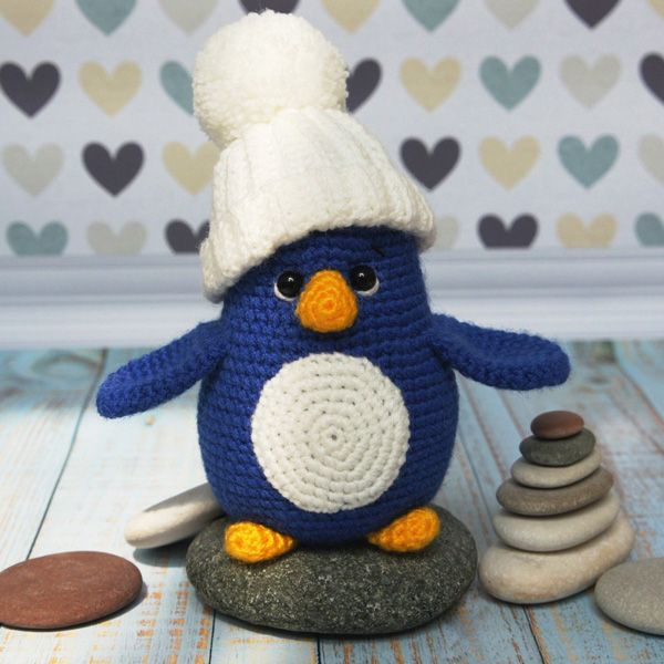 Create your own baby penguin! Use this free pattern!
