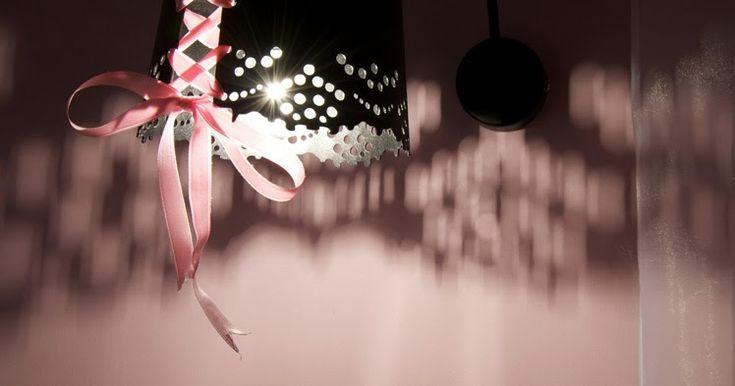 Après un premier essai réussi en tant que décoratrice pour deux suites de l'hôtel parisien LE PRADEY , la créatrice de lingerie de luxe Cha...