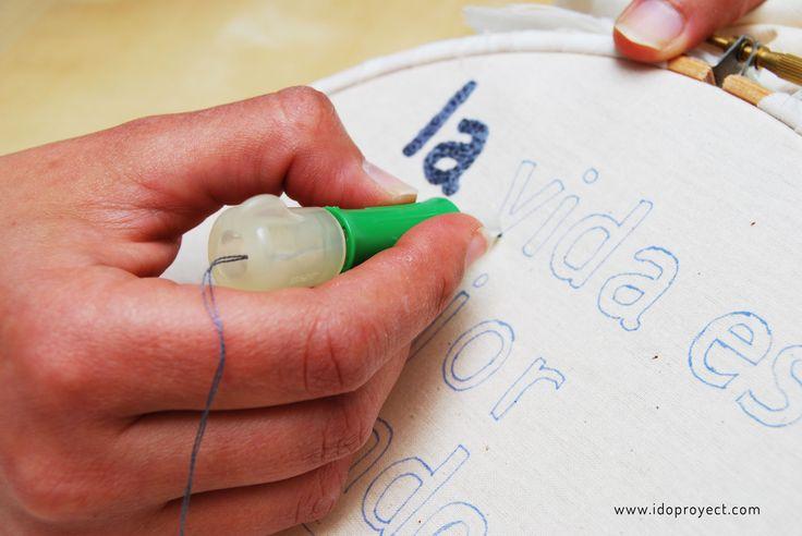 Un bonito patrón especial de bordado con aguja mágica ideal para regalar a una persona especial, a tu madre o para decorar tu casa. Desagradable gratis